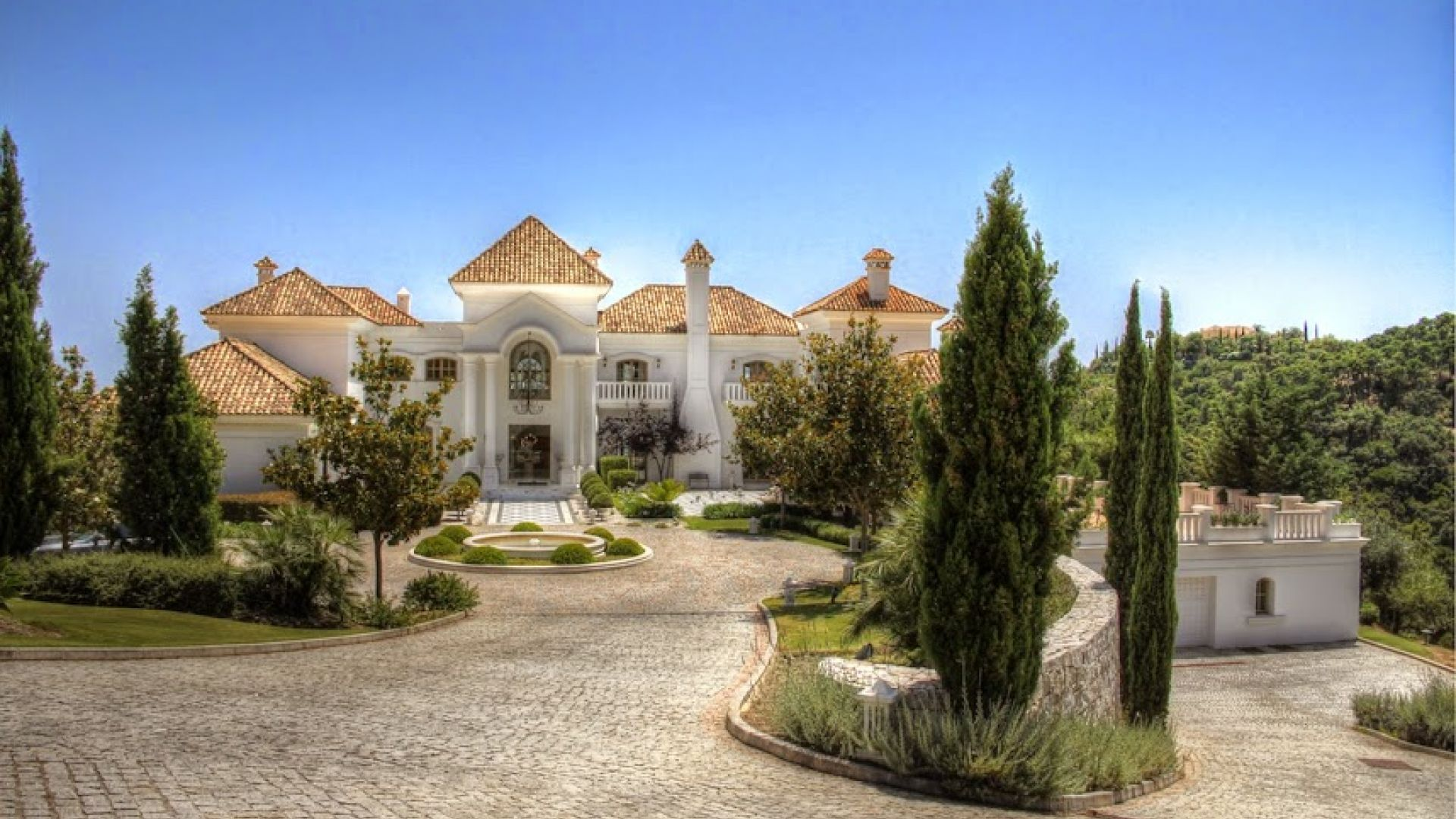 Property Of Impressive, spacious, elegant, mansion in La Zagaleta