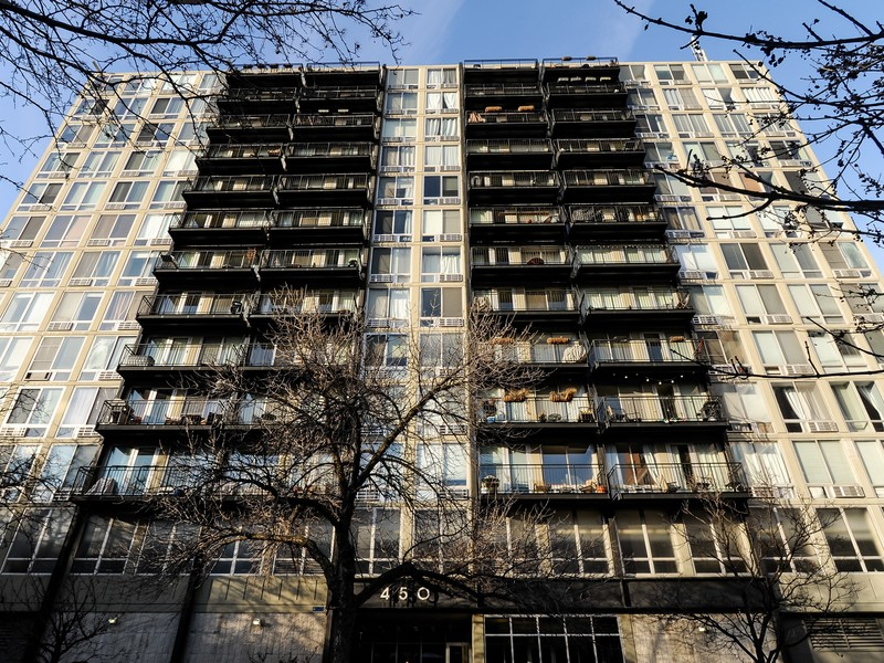 Condominium for Sale at One Bedroom Corner Unit 450 W Briar Place Unit 7N Lakeview, Chicago, Illinois 60657 United States
