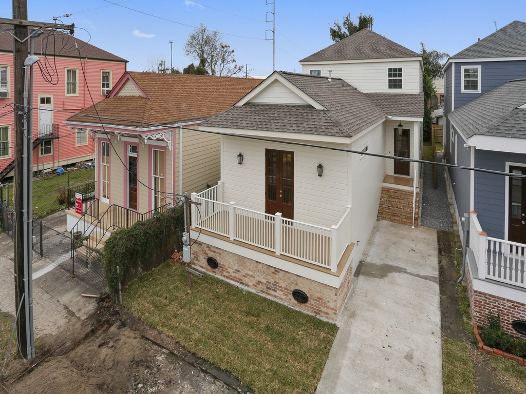 Single Family Home for Sale at 4214 Annunciation Street New Orleans, Louisiana 70115 United States