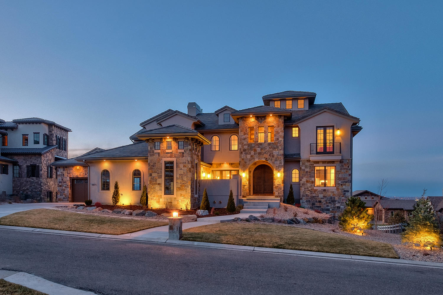 Maison unifamiliale pour l Vente à Perched high on a beautiful half acre lot 10815 Wintersong Way Highlands Ranch, Colorado, 80126 États-Unis