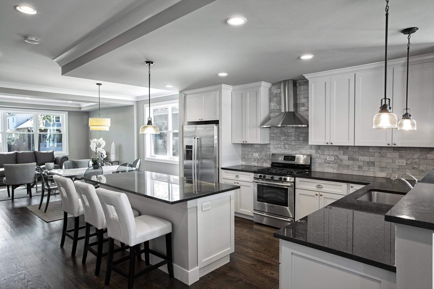 단독 가정 주택 용 매매 에 New Construction Single Family Home 5640 W Waveland Avenue Portage Park, Chicago, 일리노이즈 60634 미국