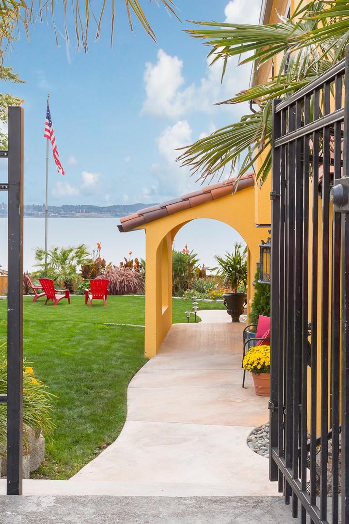 独户住宅 为 销售 在 Casa Mar a Cielo 5030 Tok A Lou Ave NE 塔克马港市, 华盛顿州, 98422 美国