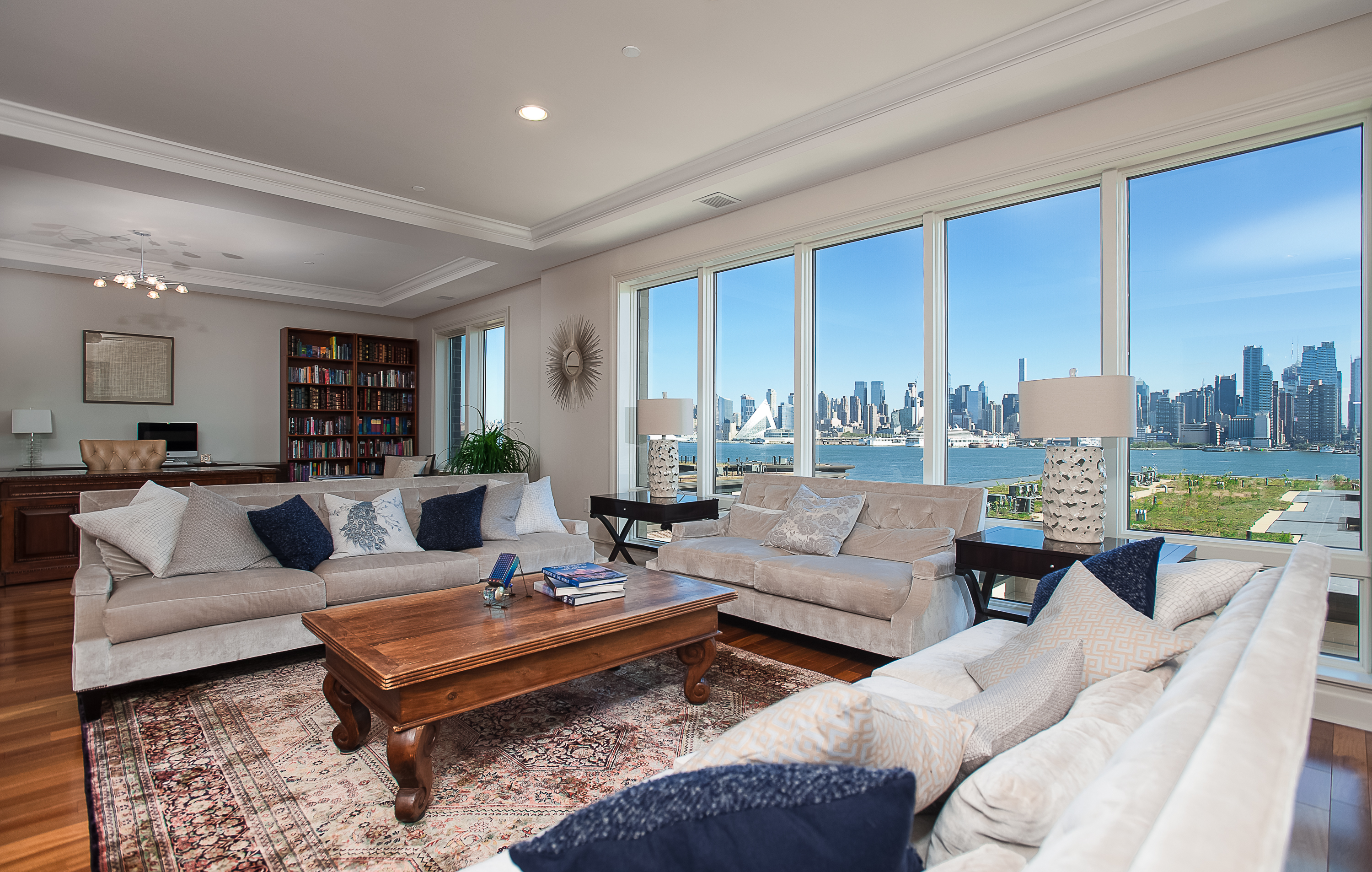 Condominio per Vendita alle ore Henley on the Hudson ~ Waterfront 3BR Penthouse 61 Eton Row Weehawken, New Jersey, 07086 Stati Uniti