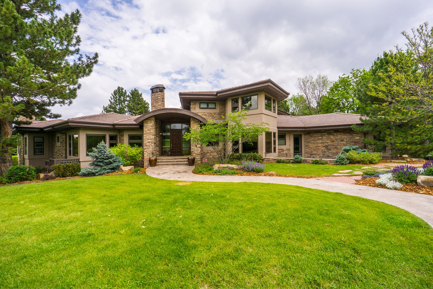 Casa Unifamiliar por un Venta en A one-of-a-kind masterpiece with a mild contemporary flare 1953 Crestridge Drive Greenwood Village, Colorado 80121 Estados Unidos