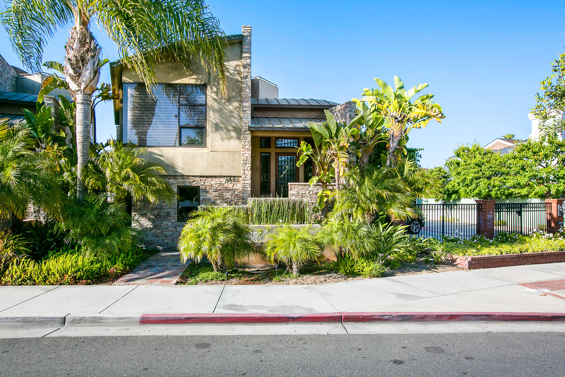 sales property at 1402 East Balboa