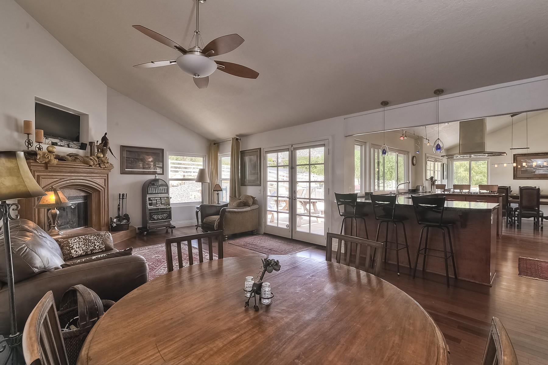 Ferme / Ranch / Plantation pour l Vente à 14930 Eastvale Road Poway, Californie 92064 États-Unis