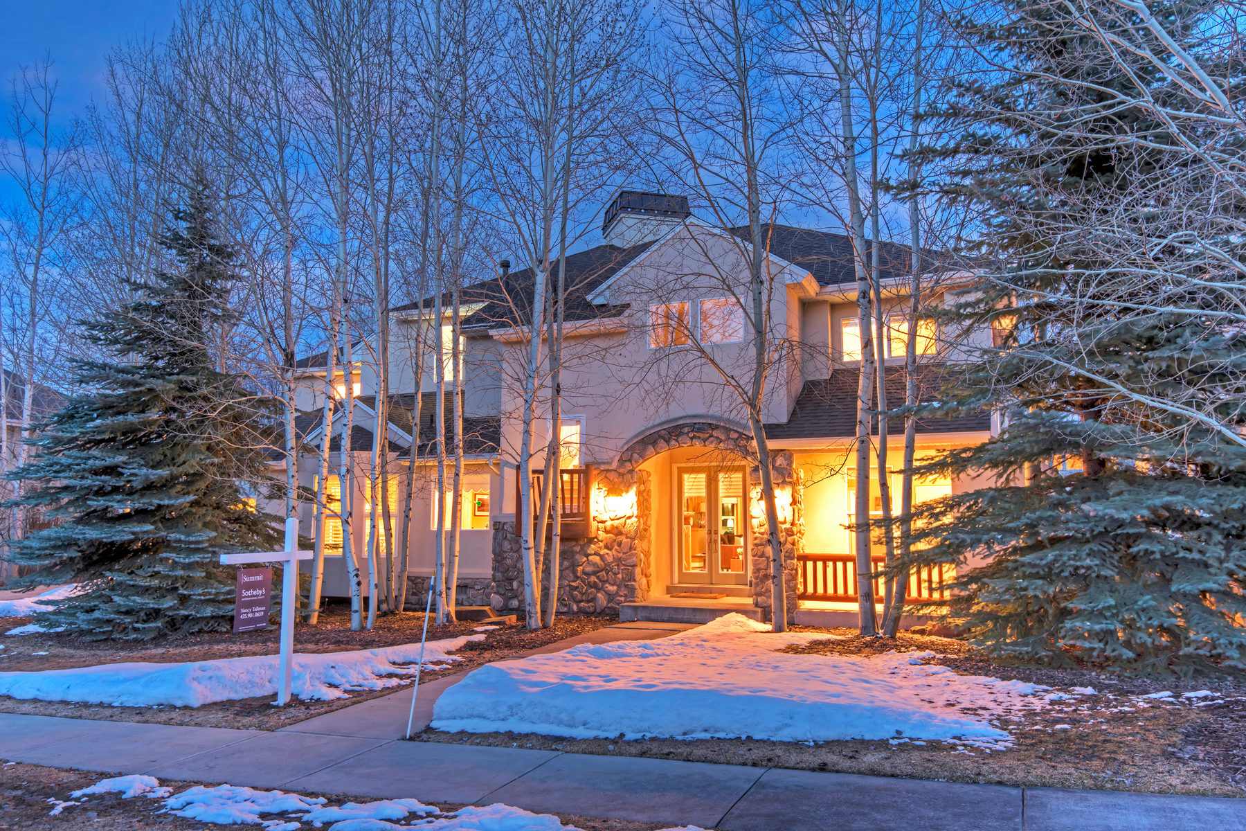 단독 가정 주택 용 매매 에 Pristine Home in Park City's Favorite Neighborhood 1551 E Fort Rd Park City, 유타, 84098 미국