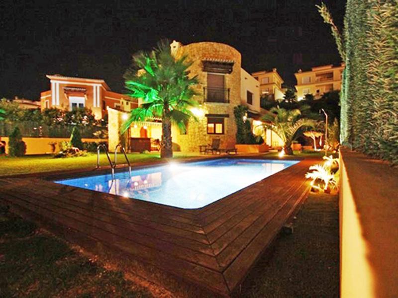 Nhà ở một gia đình vì Bán tại Nice Villa in good residencial area, close to Town Calpe, Alicante Costa Blanca Tây Ban Nha