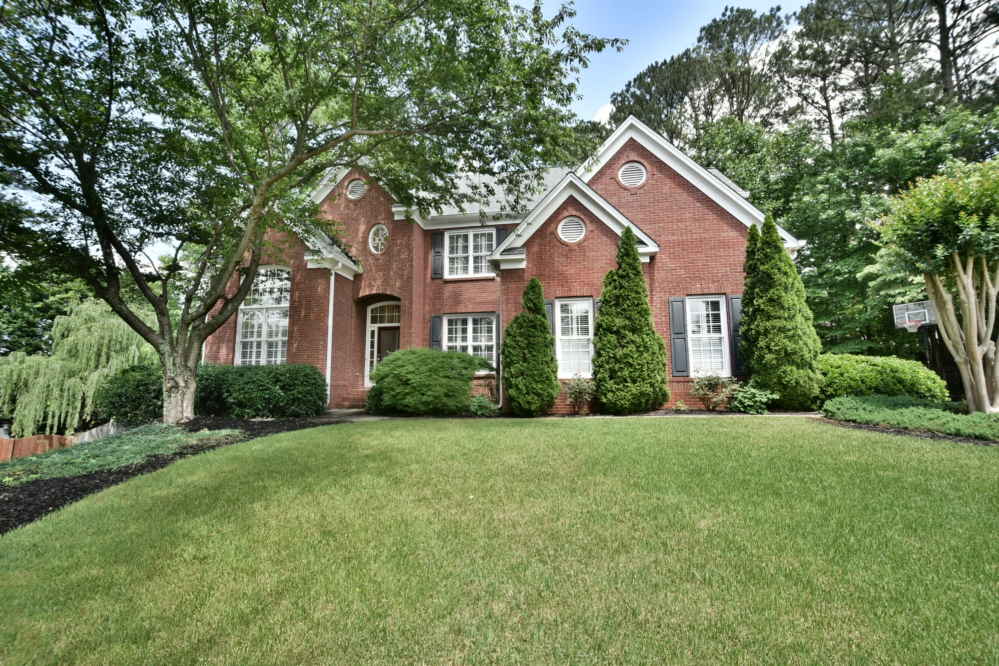 Casa Unifamiliar por un Venta en Beautiful Brick Home In Alpharetta near Avalon 455 Park Creek Drive Alpharetta, Georgia, 30005 Estados Unidos