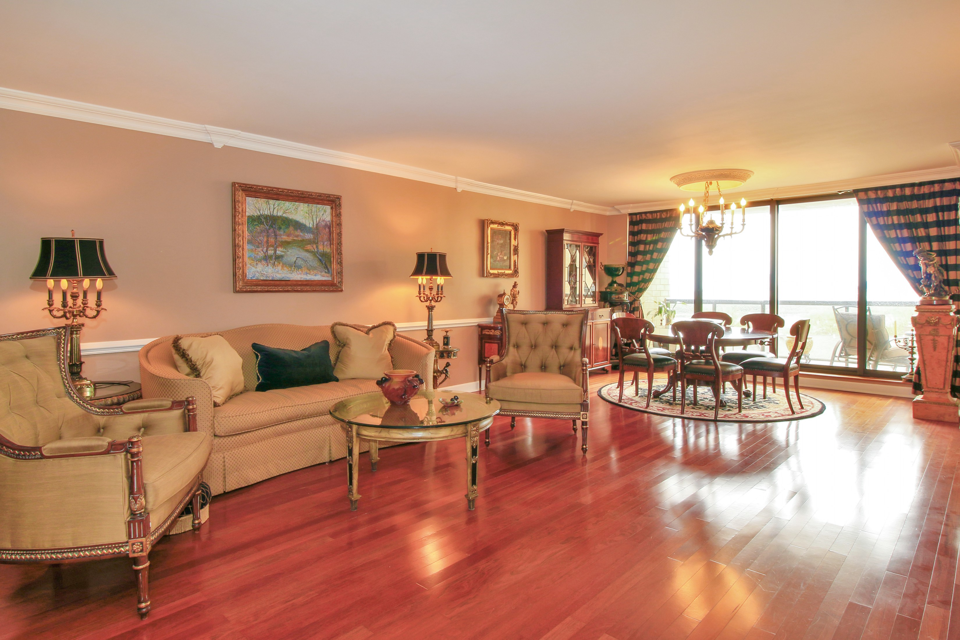 Кондоминиум для того Продажа на The Royal Buckingham 900 Palisade Avenue #6A Fort Lee, Нью-Джерси 07024 Соединенные Штаты