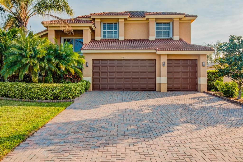 Vivienda unifamiliar por un Venta en Beautiful Mediteranean Style Home 5205 Topaz Ln SW Vero Beach, Florida, 32968 Estados Unidos