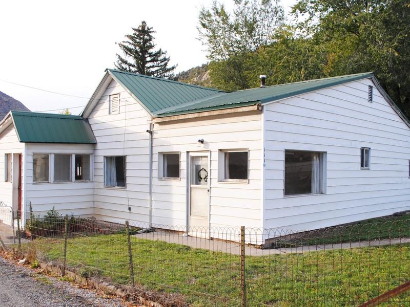 Maison unifamiliale pour l Vente à Ready for Remodel 111 N1st Street New Castle, Colorado 81647 États-Unis