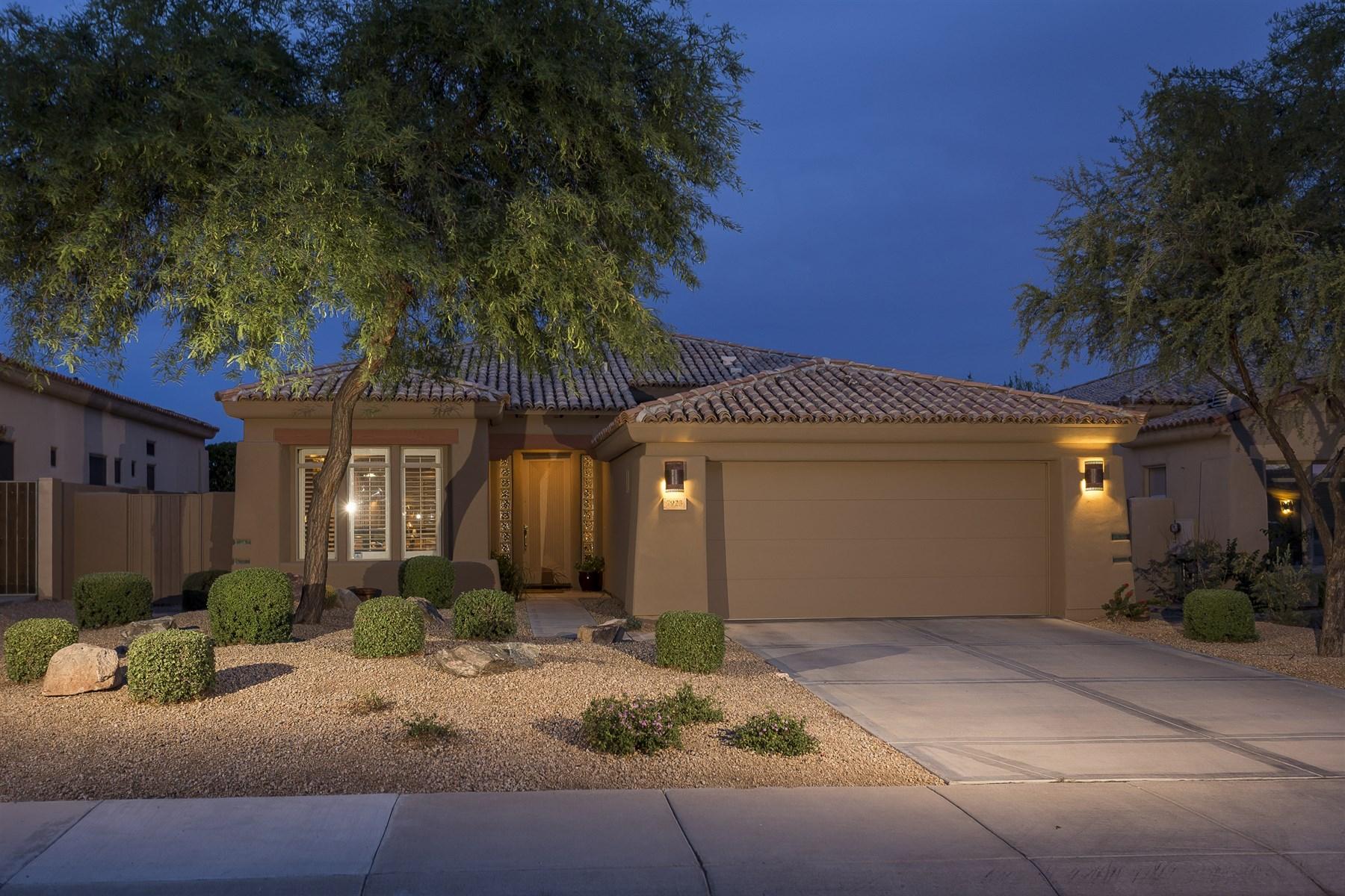 Nhà ở một gia đình vì Bán tại Beautifully Updated Home in Grayhawk's Guard Gated Raptor Retreat 7923 E Feathersong Ln Scottsdale, Arizona 85255 Hoa Kỳ