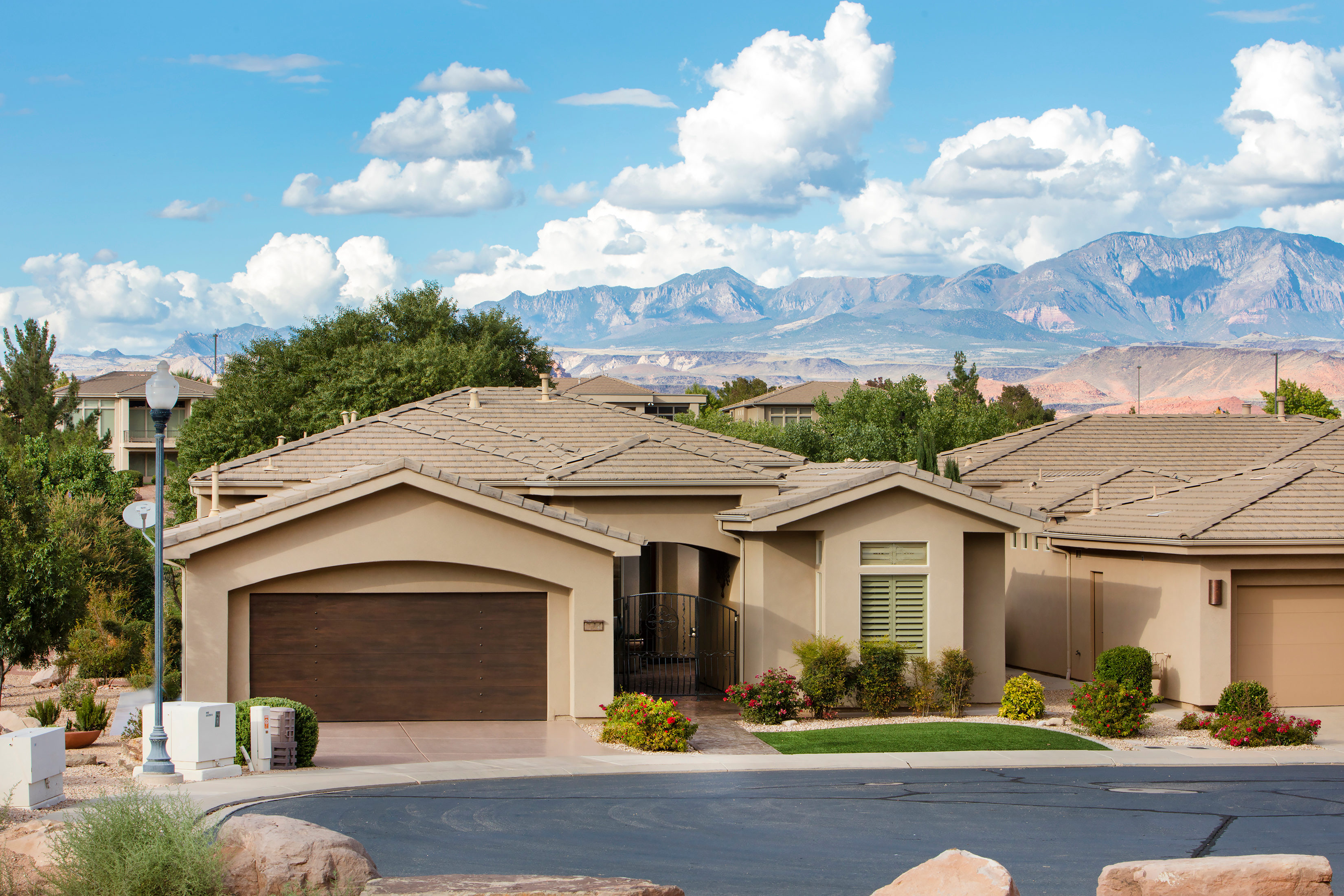 Single Family Home for Sale at Superb Sunbrook Home 2335 West Sunbrook Drive #31 St. George, Utah, 84770 United States