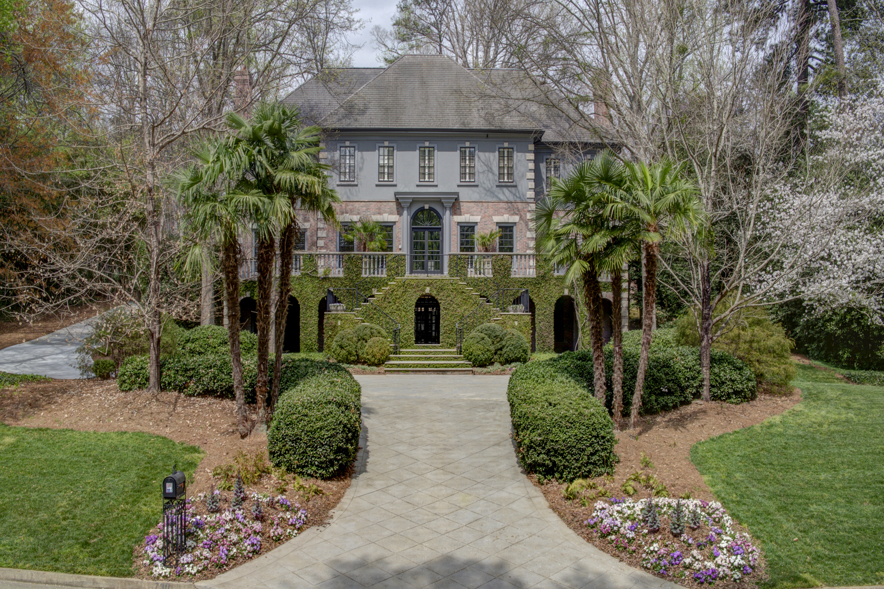 Villa per Vendita alle ore Captivating Estate With Exquisite Detail Throughout 730 Conway Glen Drive NW Buckhead, Atlanta, Georgia, 30327 Stati Uniti