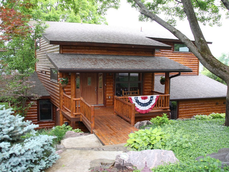 Villa per Vendita alle ore Walloon Lake Cottage 04687 Ellis Road Walloon Lake, Michigan 49712 Stati Uniti