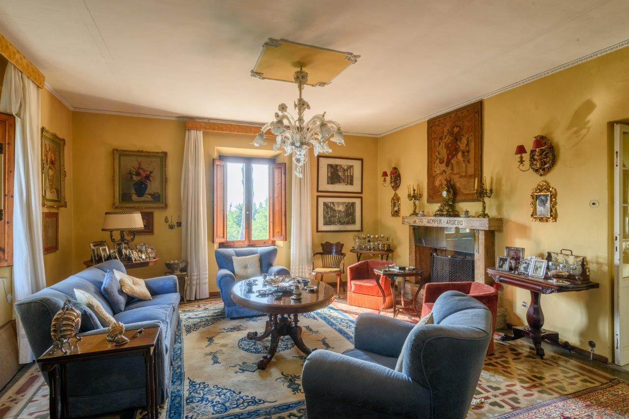 Additional photo for property listing at Refined monoir on a hill with views of the sea Castagneto Carducci Bolgheri, Livorno 57022 Italy
