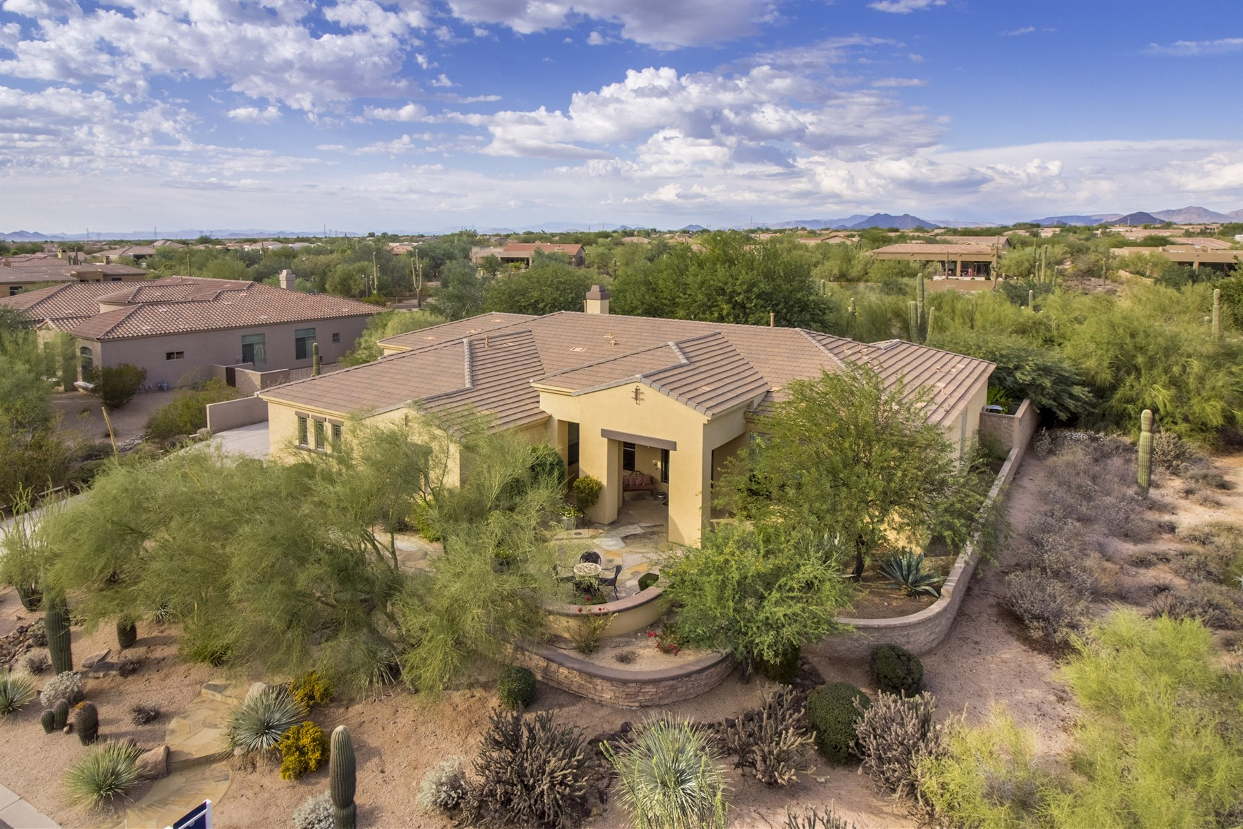 Vivienda unifamiliar por un Venta en Stunning home in North Scottsdale 7880 E Softwind Dr Scottsdale, Arizona, 85255 Estados Unidos