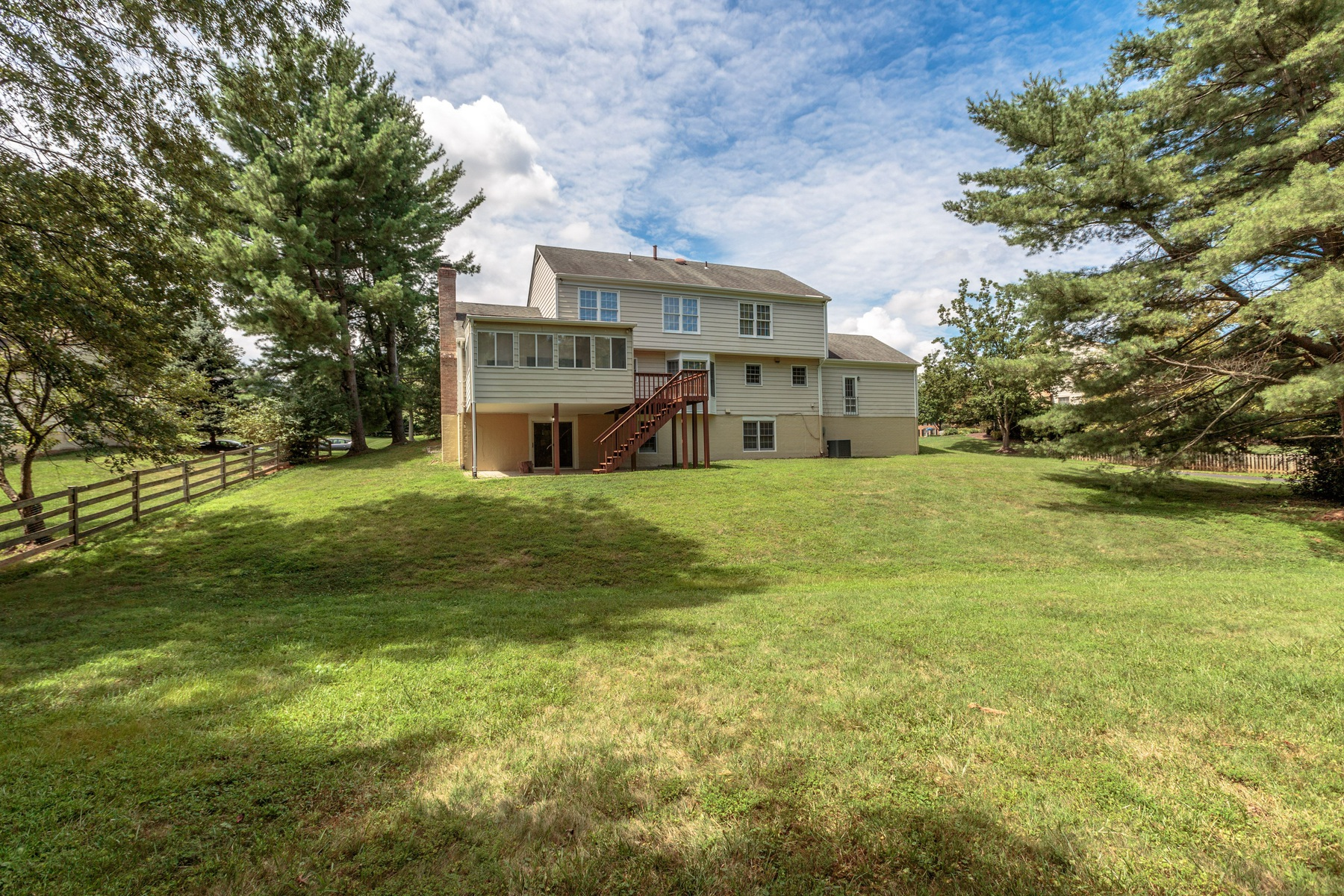 Additional photo for property listing at McLean Estates 8445 Holly Leaf Dr McLean, Virginia 22102 États-Unis