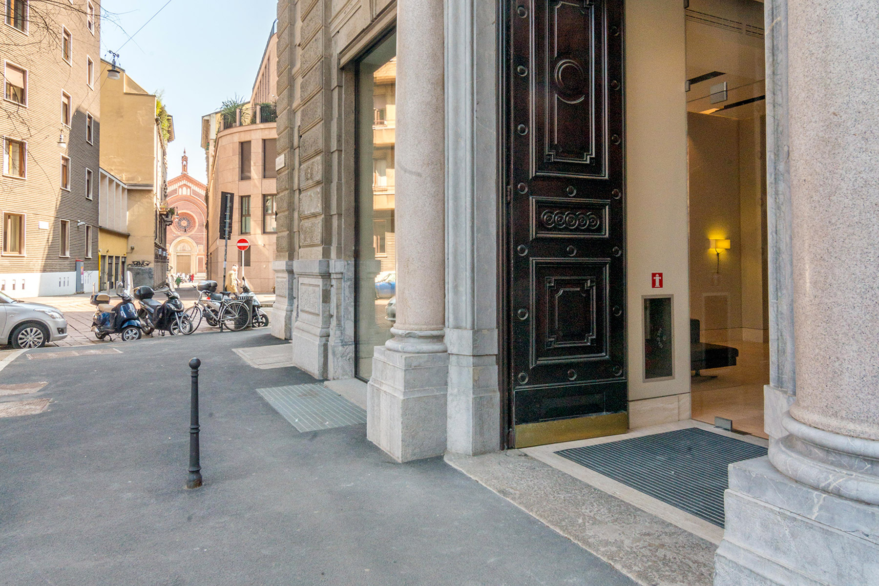 Additional photo for property listing at Prestigious apartment in the historical centre of Milan Foro Bonaparte Milano, Milan 20100 Italy