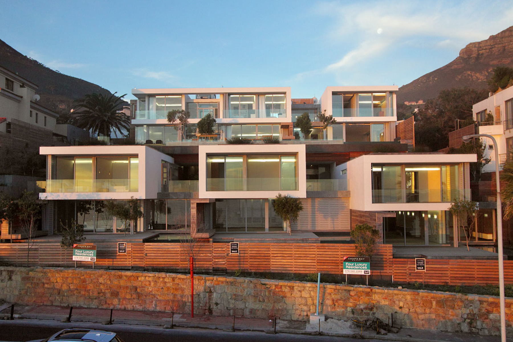 Maison accolée pour l Vente à A LANDMARK ON CAMPS BAY BEACHFRONT PLATINUM STRIP Cape Town, Cap-Occidental, 8005 Afrique Du Sud