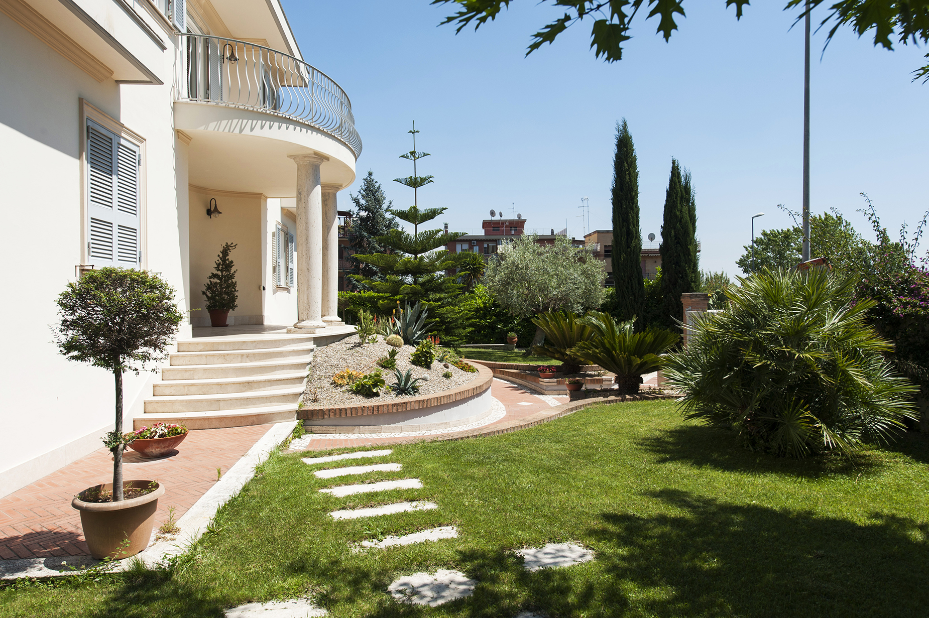 Additional photo for property listing at Villa in Liberty style recently built Rome, Rome Italie