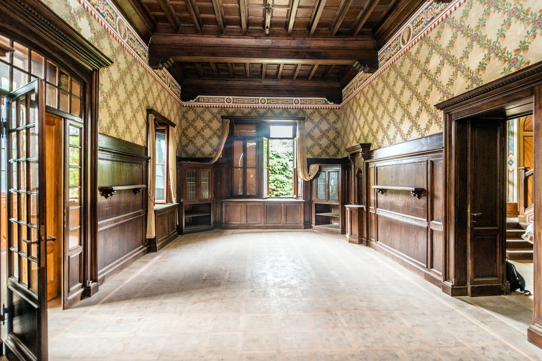 Additional photo for property listing at Superlative neo-medieval Villa Via Scalini Brunate, Como 22034 Italien