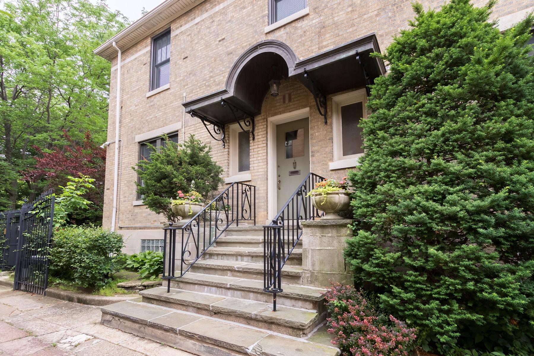 Tek Ailelik Ev için Satış at Historic Bright and Beautiful Home 843 W Castlewood Terrace Uptown, Chicago, Illinois, 60640 Amerika Birleşik Devletleri