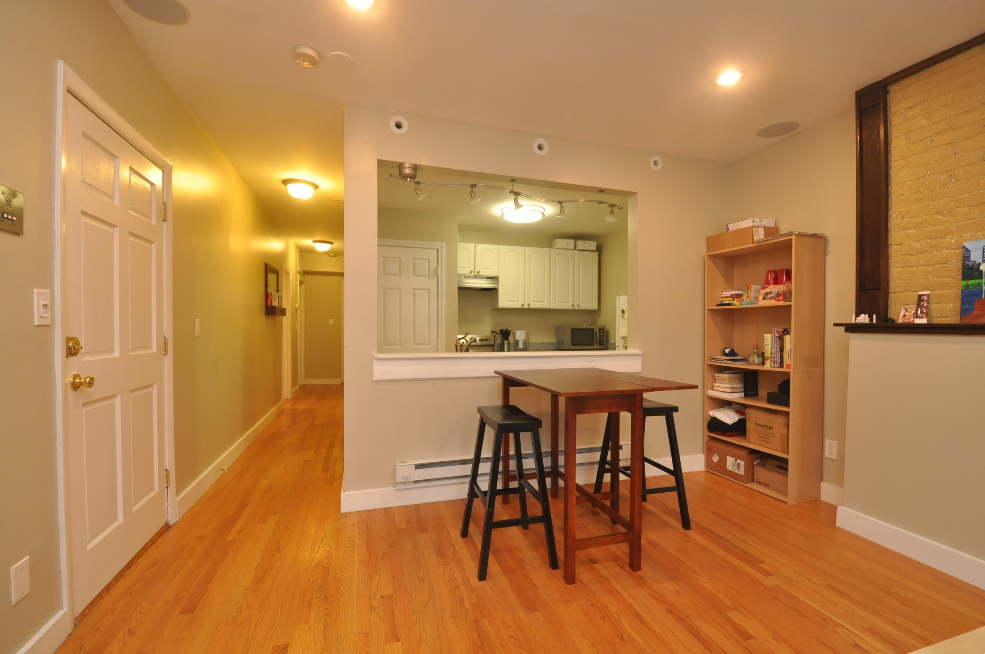 Nhà chung cư vì Bán tại Perfect for an owner-occupant or investor. 202 Northampton St. - Unit 2 South End, Boston, Massachusetts 02118 Hoa Kỳ
