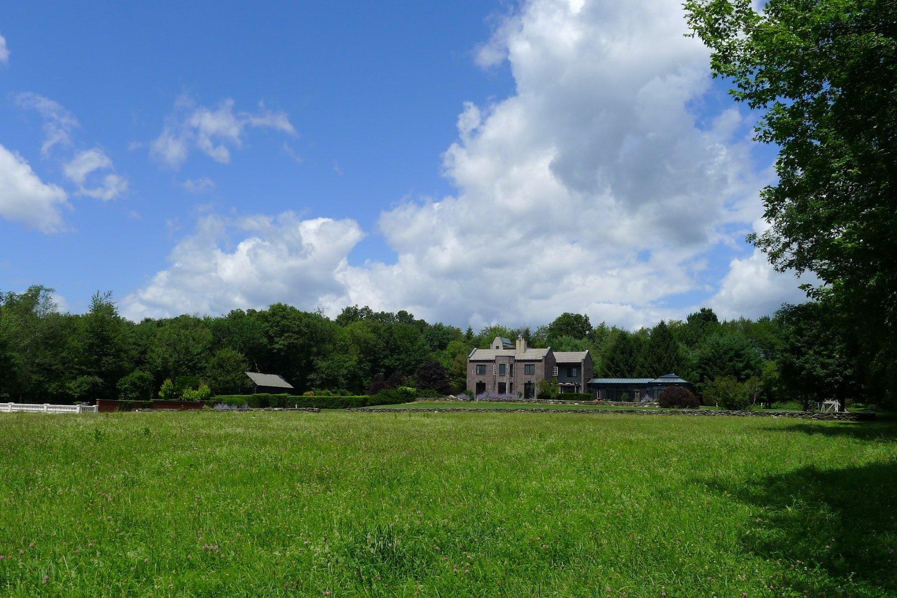 Casa Unifamiliar por un Venta en Tower Hall 35 Killearn Road Millbrook, Nueva York 12545 Estados Unidos