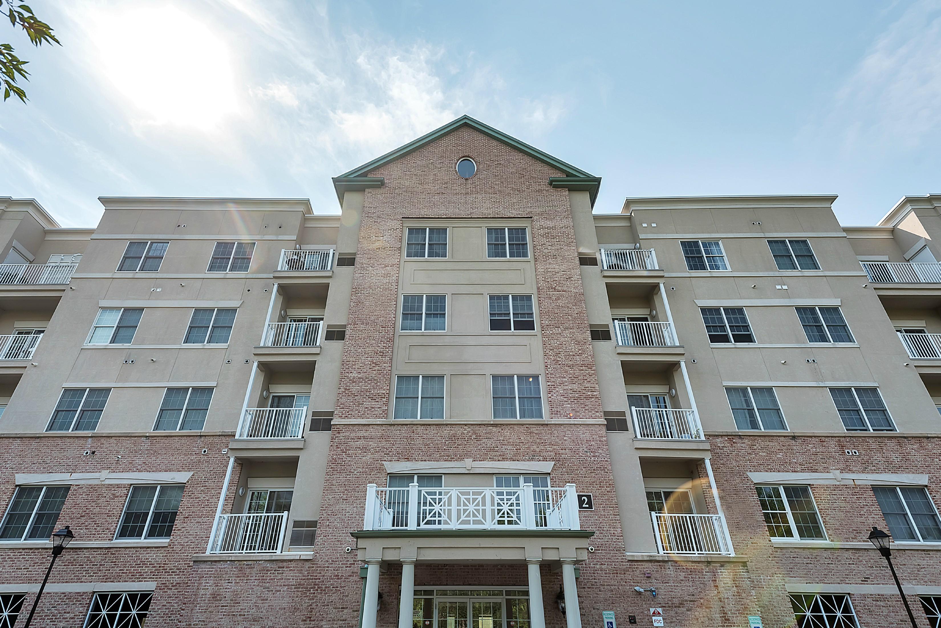 Piso por un Alquiler en Beautiful corner unit with spectacular views! 2301 Windsor Park Court Englewood, Nueva Jersey, 07631 Estados Unidos