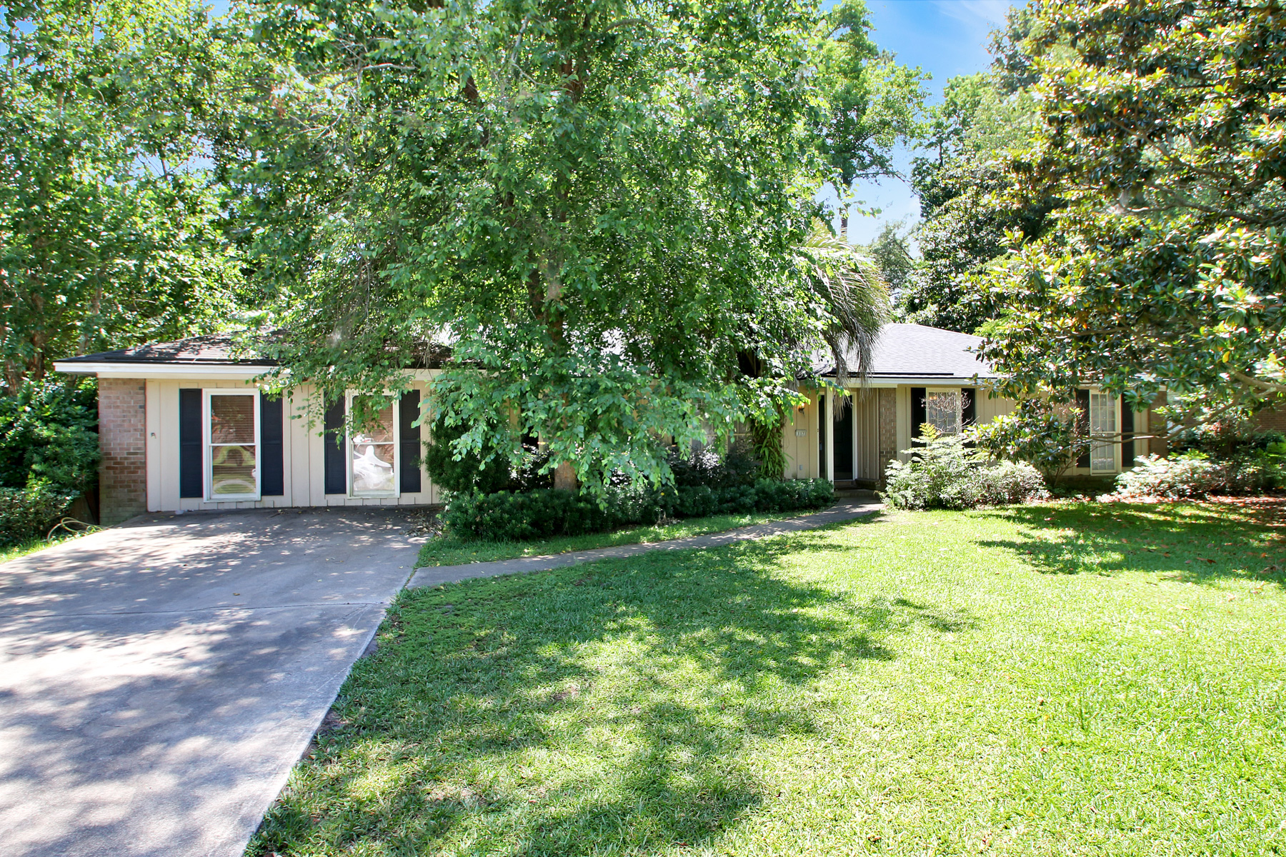Single Family Home for Sale at 117 Chatsworth Road 117 Chatsworth Rd Savannah, Georgia 31410 United States