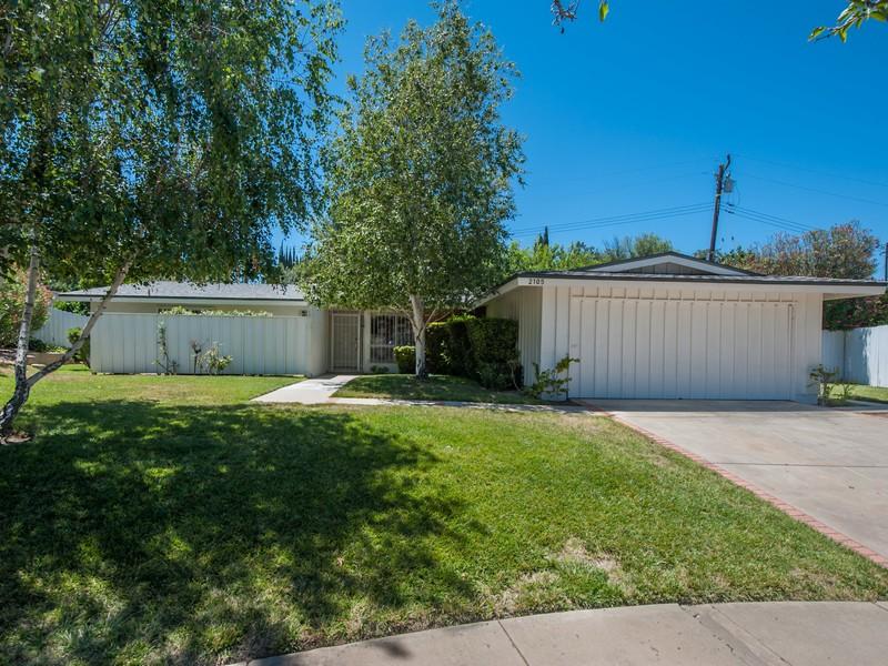 独户住宅 为 销售 在 2105 Ruskin Ave Thousand Oaks, 加利福尼亚州 91360 美国