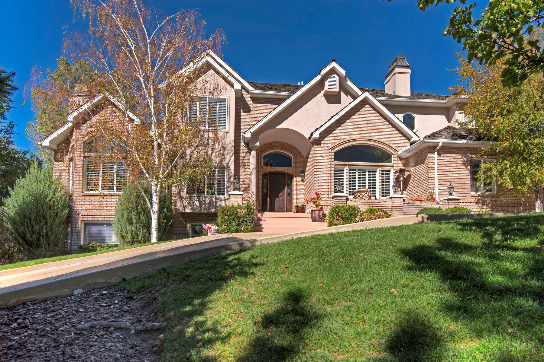 Villa per Vendita alle ore Incredible Pepperwood Estate 17 E Windsong Ln Sandy, Utah, 84092 Stati Uniti