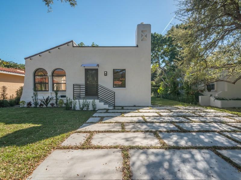 Casa para uma família para Venda às 1248 Aguila Ave Coral Gables, Florida 33134 Estados Unidos
