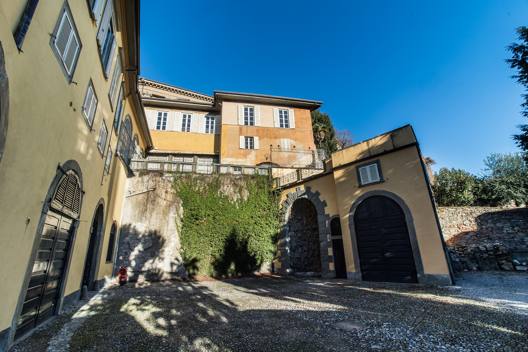 "Additional photo for property listing at Historic stately home on the ancient walls of ""Bergamo alta"" Via Simone Mayr Bergamo, Bergamo 24129 Italie"