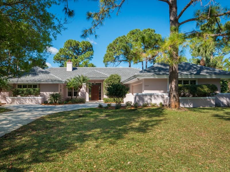Maison unifamiliale pour l Vente à Home in Bent Pine 5705 Glen Eagle Lane Vero Beach, Florida 32967 États-Unis