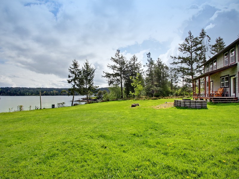 Property Of Beautiful Waterfront Compound on Shaw Island