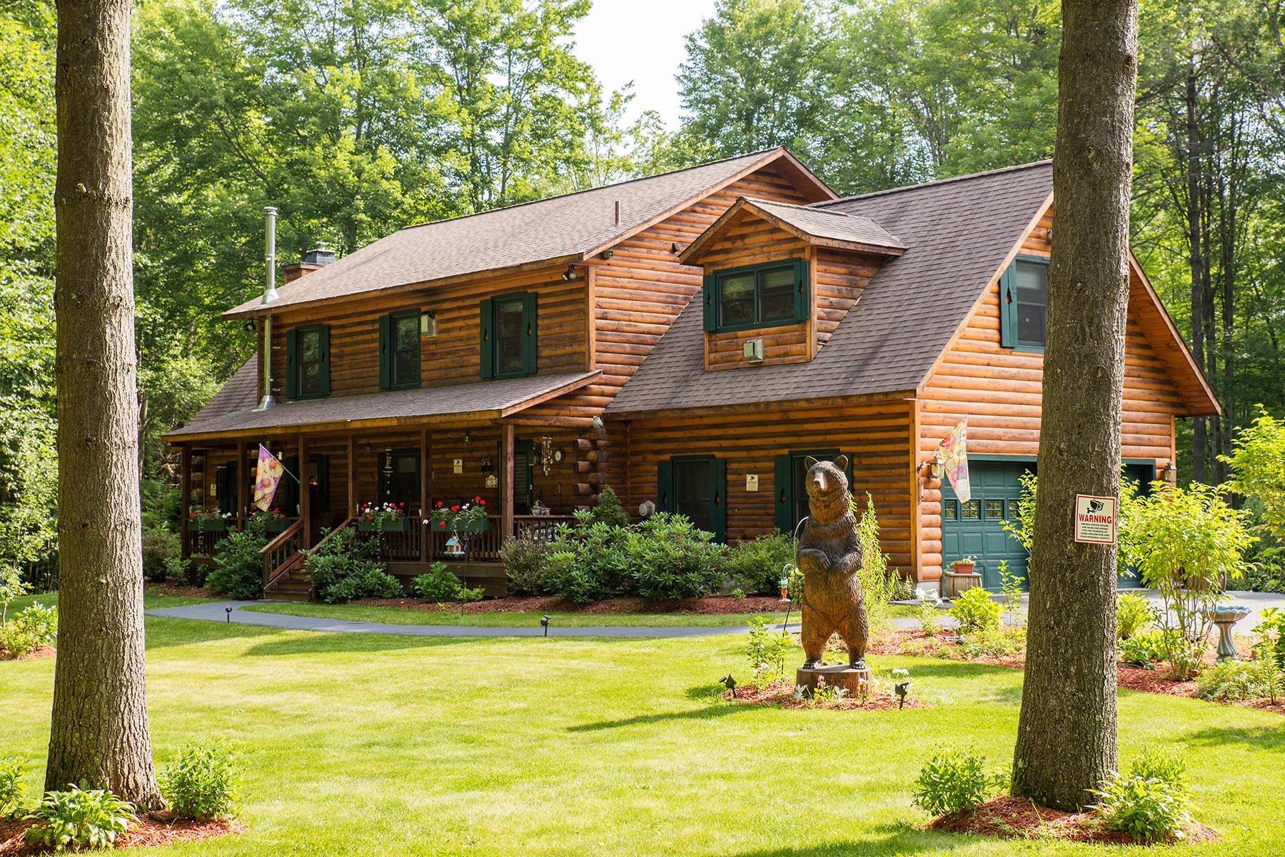 Nhà ở một gia đình vì Bán tại Elegant Log Home 14 Squire Road Gansevoort, New York 12831 Hoa Kỳ