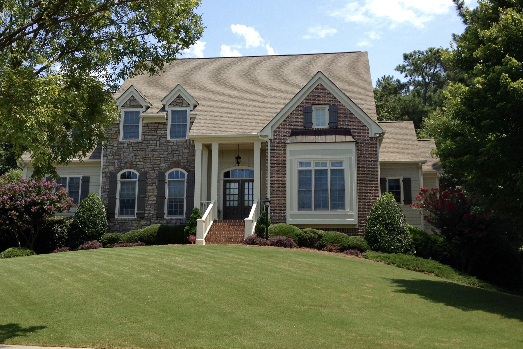 Maison unifamiliale pour l Vente à Must See! Incredible Highgrove Home With Master And Guest Suite On Main 400 Highgrove Drive Fayetteville, Georgia, 30215 États-Unis