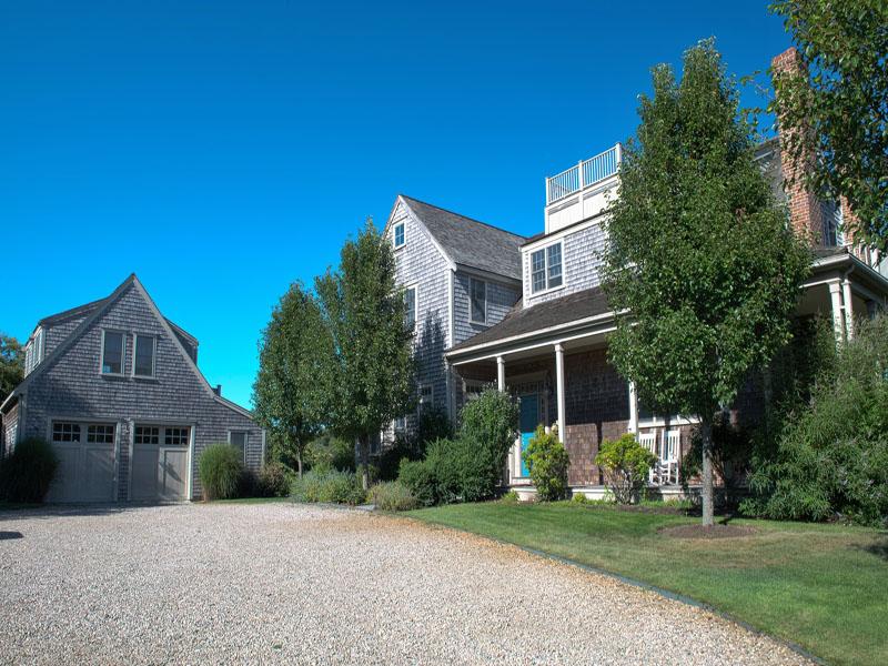 Casa Unifamiliar por un Venta en Private Three Acre Estate! 57 Wauwinet Road Nantucket, Massachusetts 02554 Estados Unidos