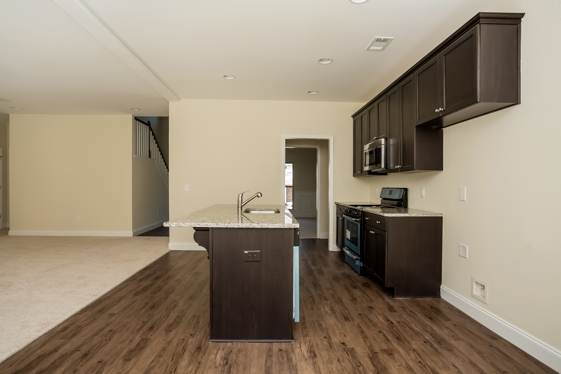Additional photo for property listing at New Home, All Appliances and Blinds 152 Parkway Drive Fairburn, Geórgia 30213 Estados Unidos