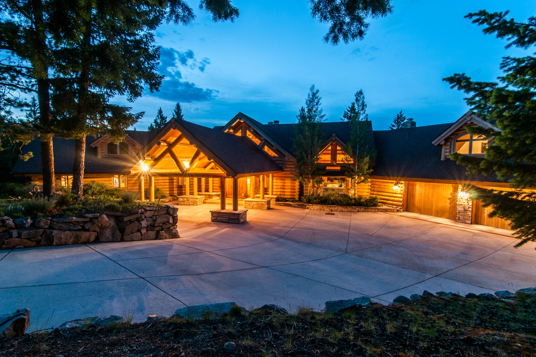 Maison unifamiliale pour l Vente à Tranquil Mountain Estate 590 W Meadow Road Evergreen, Colorado 80439 États-Unis