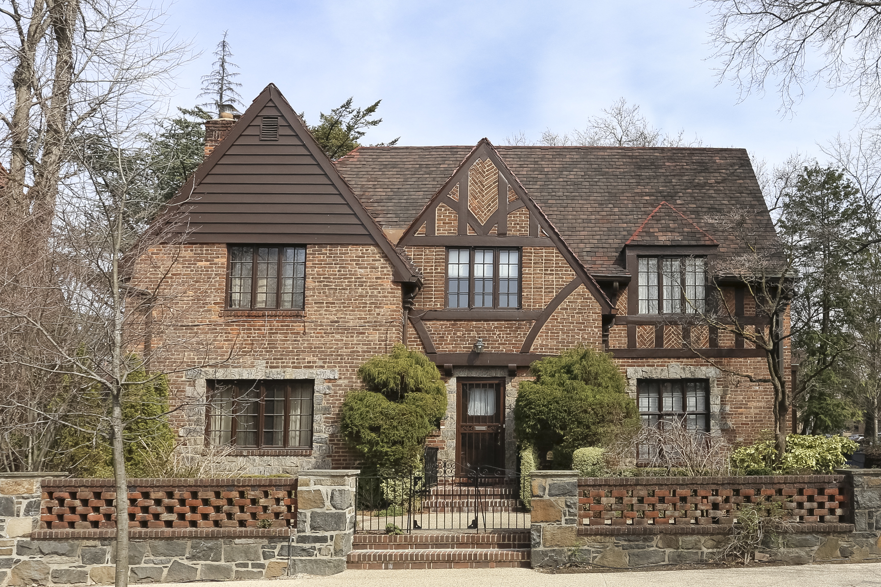"一戸建て のために 売買 アット ""A TRUE JEWEL OF A HOUSE"" 44 Greenway Terrace, Forest Hills Gardens, Forest Hills Gardens, Forest Hills, ニューヨーク, 11375 アメリカ合衆国"