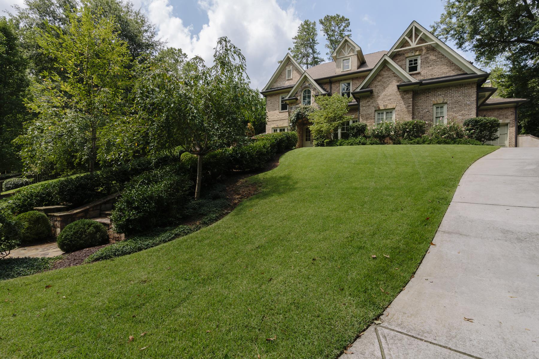 Casa para uma família para Venda às Elegant Custom Built Home 4186 N Stratford Road NE Brookhaven, Atlanta, Geórgia 30342 Estados Unidos