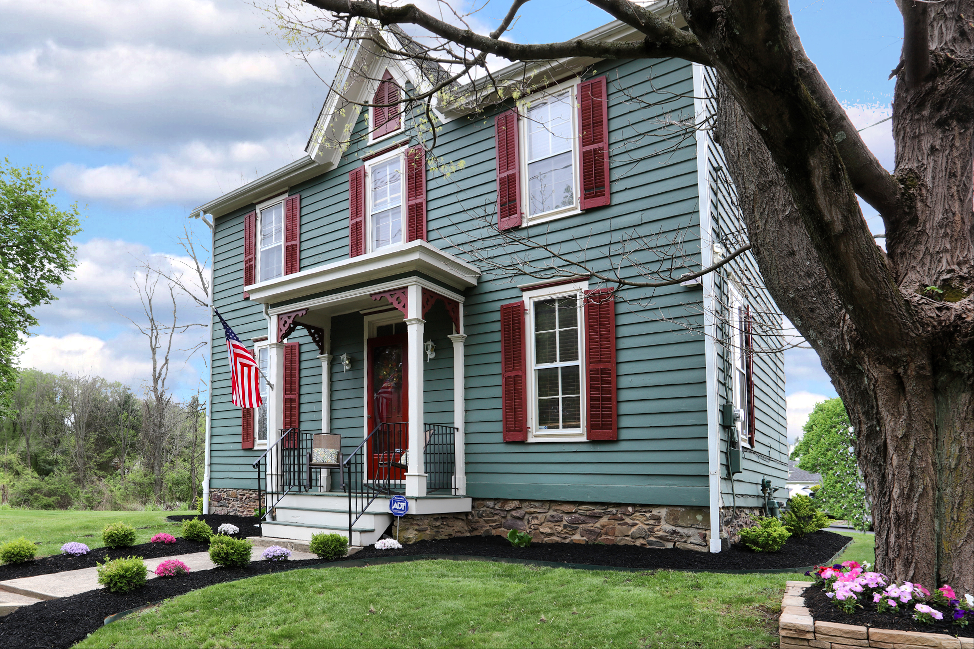 Additional photo for property listing at The Easy Pace Of Country Living - East Amwell Township 5 John Ringo Road Ringoes, Нью-Джерси 08551 Соединенные Штаты