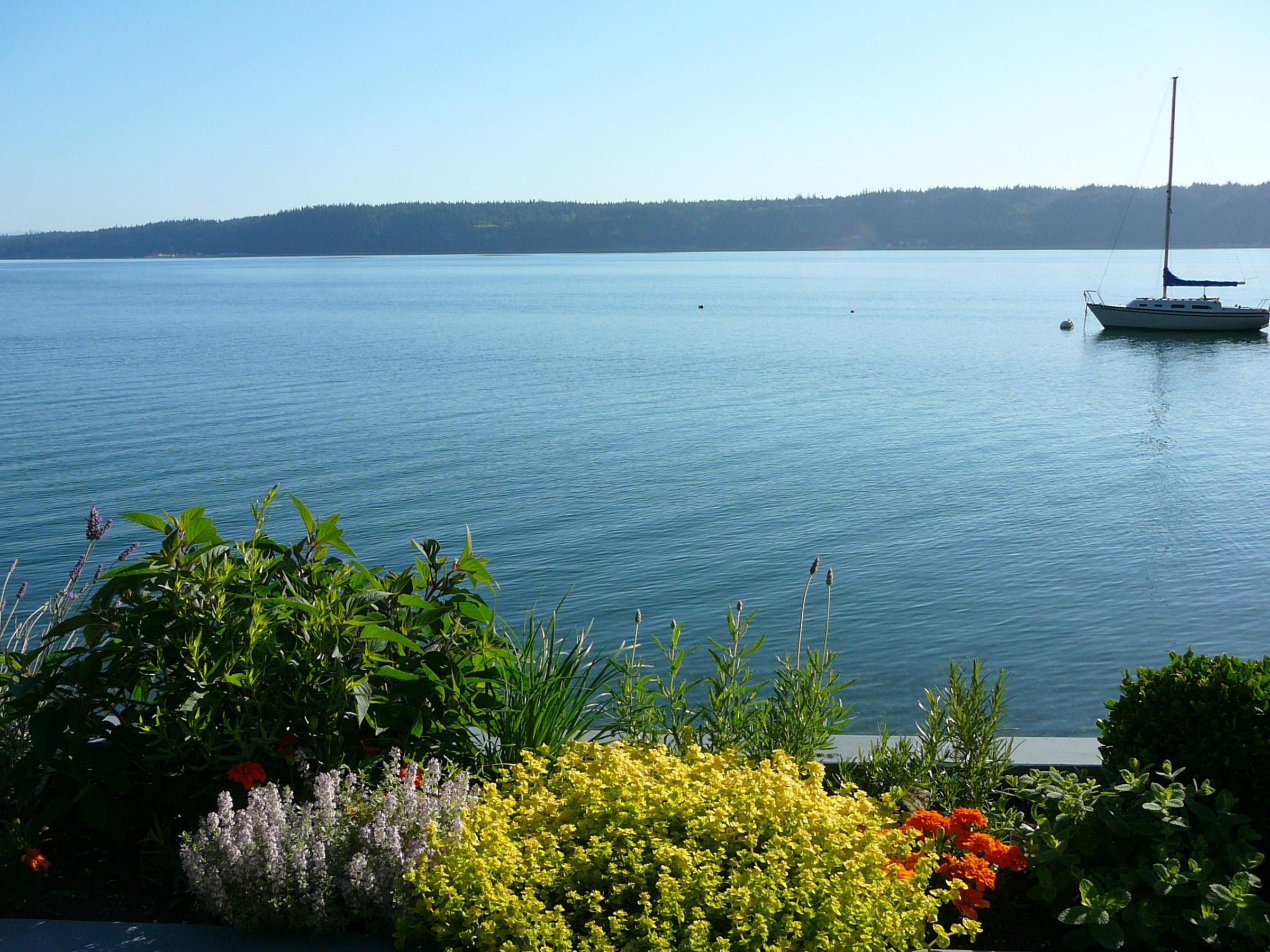 Single Family Home for Sale at Blue Moon Beach House Blue Moon Beach House 3267 Shoreline Dr Camano Island, Washington 98282 United States