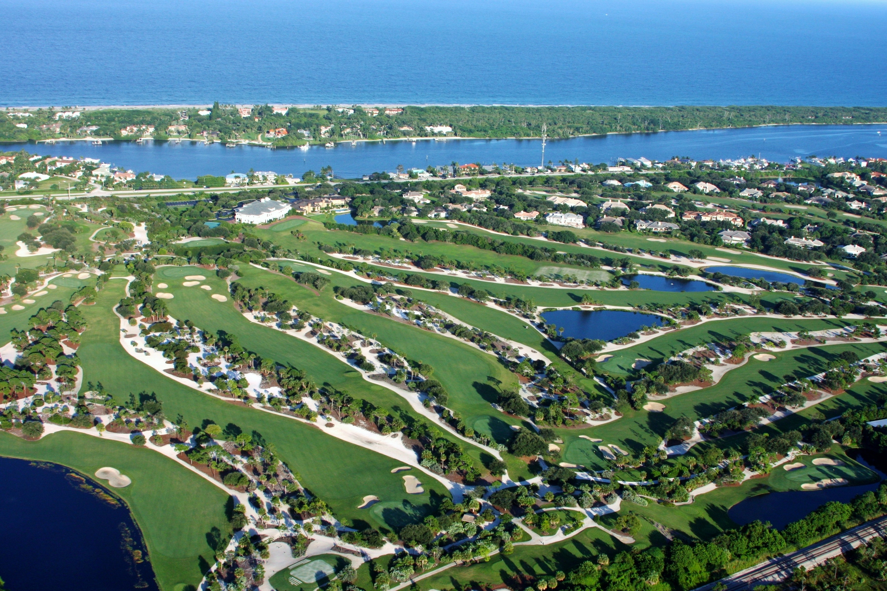 Condominio por un Venta en 11830 SE Hill Club Terrace #302 Jupiter Hills, Tequesta, Florida 33469 Estados Unidos
