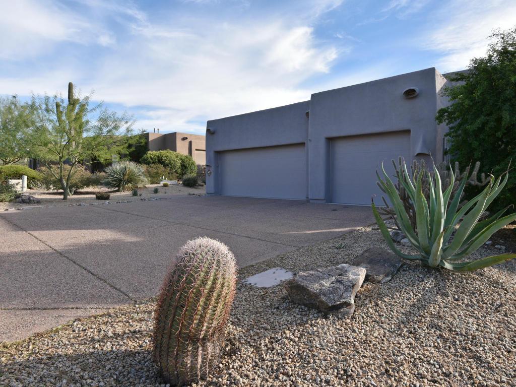 Nhà ở một gia đình vì Bán tại Pride of Ownership Shines 9637 E Mark Lane Scottsdale, Arizona 85262 Hoa Kỳ