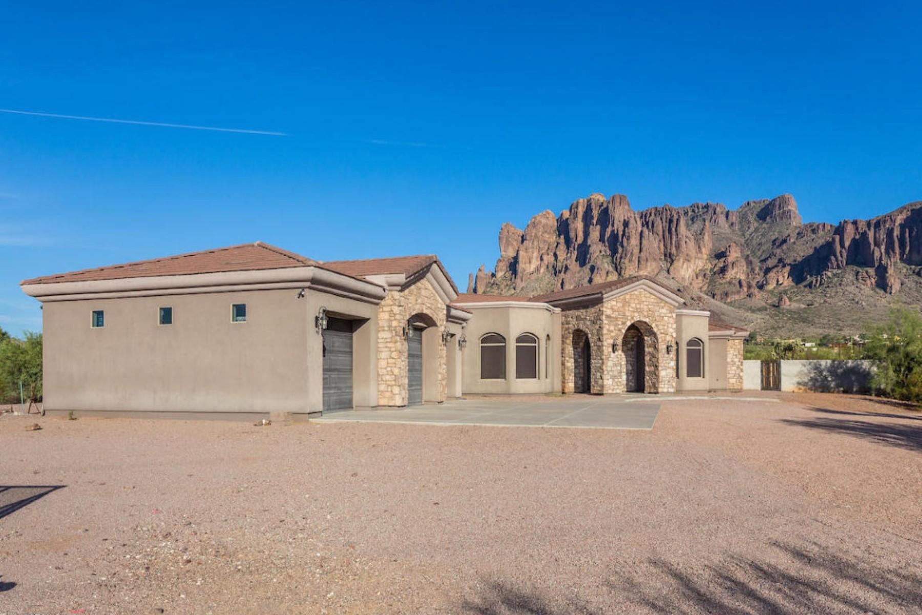 Maison unifamiliale pour l Vente à Lovely Apache Junction home 5501 E Jeffery Trl Apache Junction, Arizona, 85119 États-Unis
